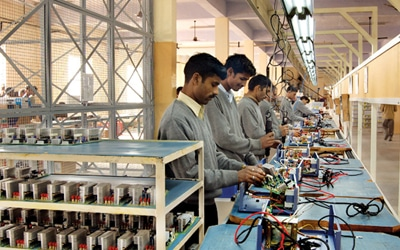 electronics industry in india Industry news and analysis on latest consumer durables, products, fashion, fmcg, electronics, food & textile news on beverage companies & liquor, tobacco companies, paints companies, garments & textiles companies, cosmetics, jewellery fashion companies & more.