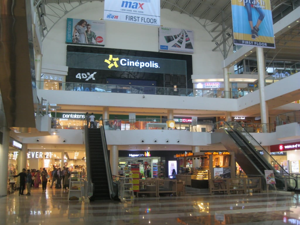 Viviana Mall Installs India S Largest Rooftop Solar Plant